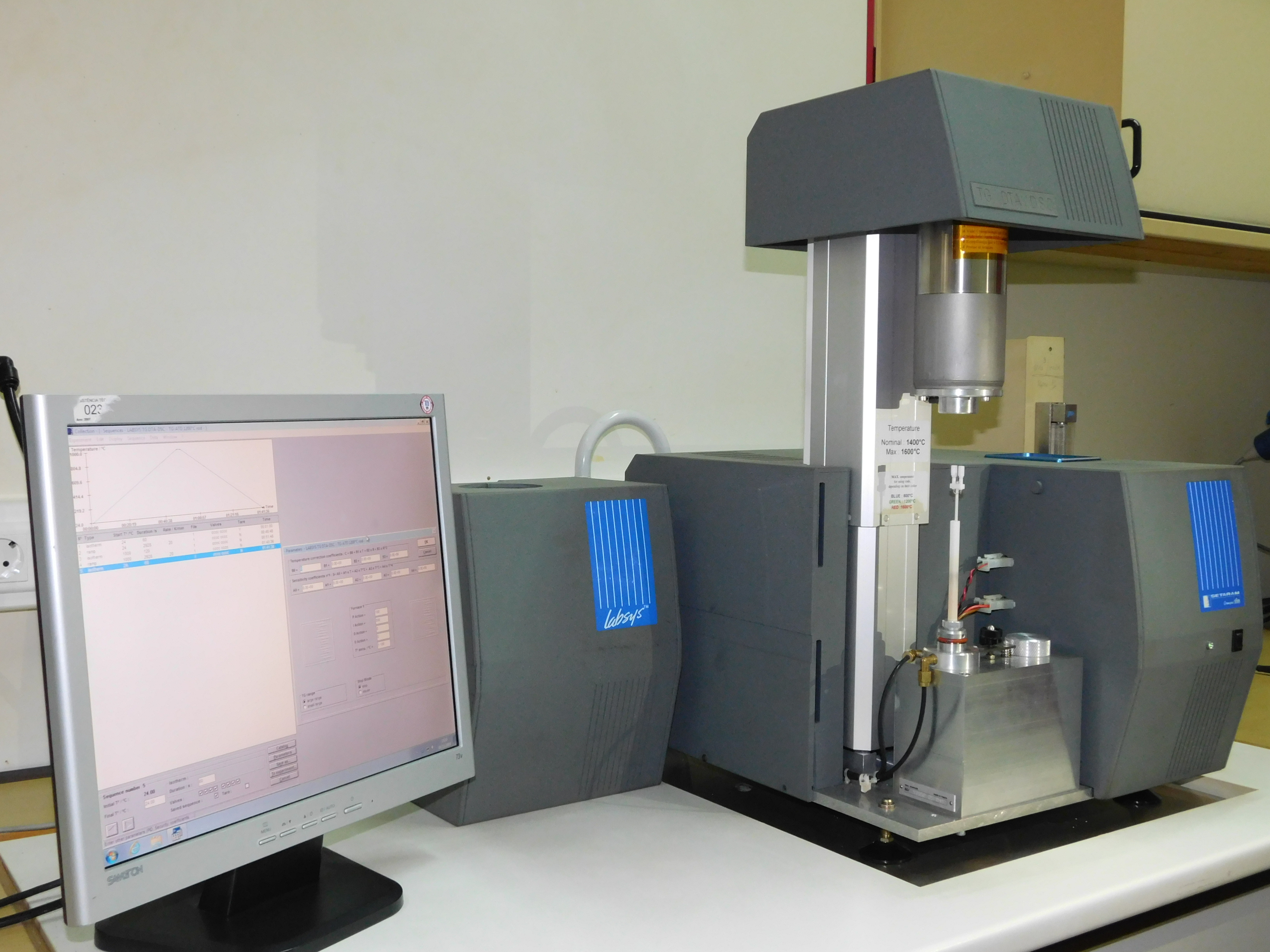 Thermogravimetric analysis (TG / DTA) up to 1600ºC in controlled atmosphere*