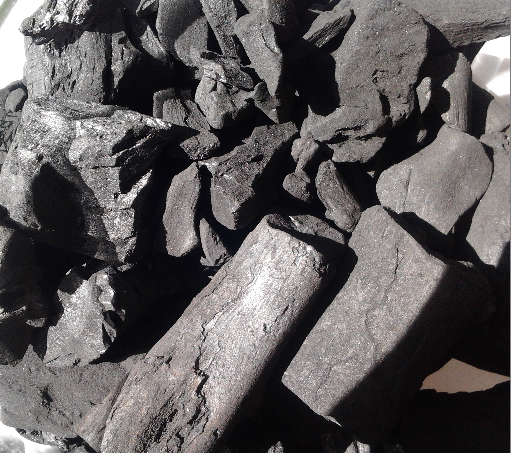 Barbecue charcoal, barbecue charcoal briquettes and woodcoal