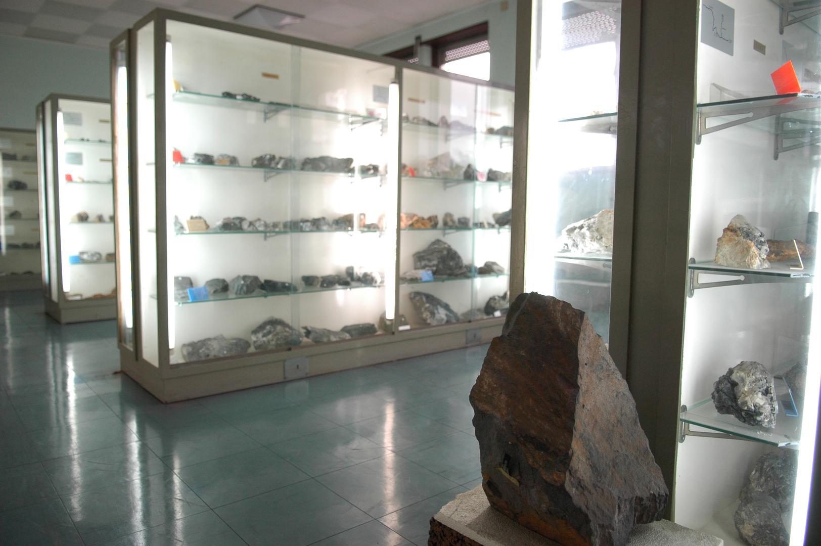 Museu de Jazigos Minerais Portugueses temporariamente encerrado